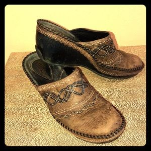 Clark's Artisan Collection Brown Rustic Clogs